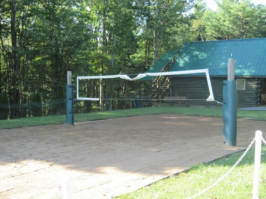 Cabins at Pine Haven: Sand Volleyball