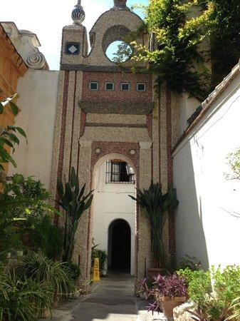 Las Casas de la Juderia : One of the many gardens