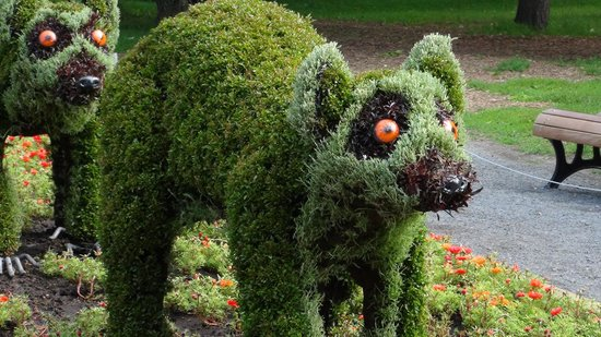 Cute animal sculpture - Picture of Montreal Botanical Gardens ...