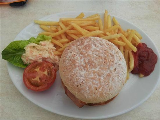 Beach House Cafe: Burger and fries £12