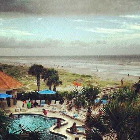 Courtyard Jacksonville Beach Oceanfront: Cloudy day, but still beautiful!
