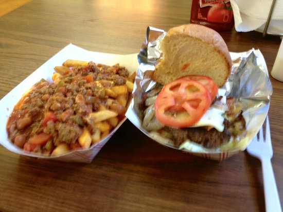 """Papa Joe's Humble Kitchen: Chili Cheese Fries and a """"Tim's Burger"""", Bacon Cheeseburger with tomato and lettuce"""