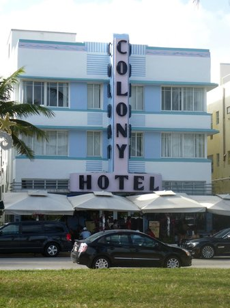 The Colony Hotel: Front view