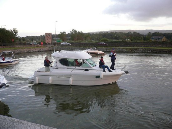 Tralee Marina Holiday Apartments : Busy day on the water