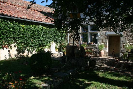 Le Tilleul de Lila: Le coin petit déjeuner dans le jardin