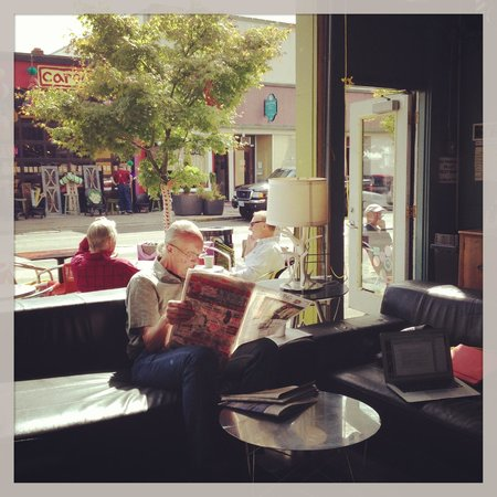 Astoria Coffeehouse: Relaxing at the Bistro and Coffeehouse