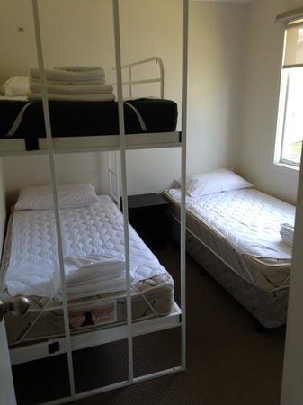 Victor Harbor Beachfront Holiday Park: second bedroom cosy clean and comfy