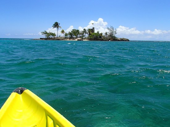 Couples Tower Isle: kayaking, so pretty!