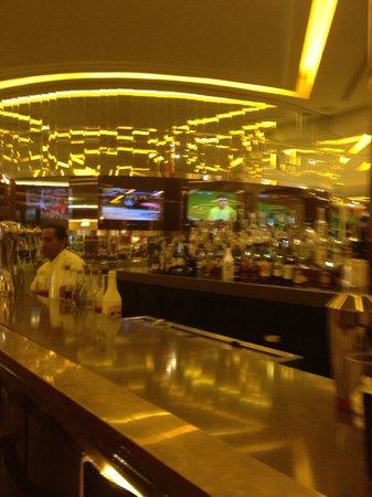 Moon Palace Cancun: Lobby Bar Area