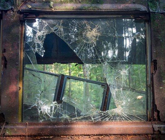 Old Car City: Broken Window