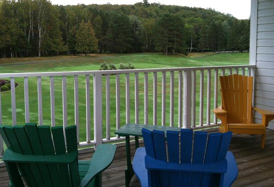 Embarc Tremblant : golf course view