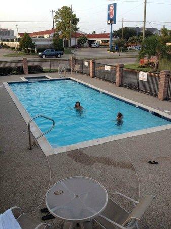 Econo Lodge Houston Lobby: my kids at the pool...