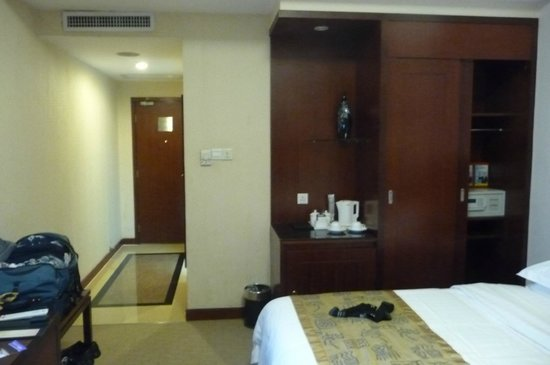 Guangzhou Baiyun Hotel : Room with Coffee Maker