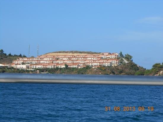 Cyprotel Kefalonia Garden Village: hotel visto do mar