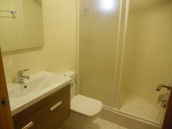 Apartamentos Venecia: baño apartamentos 6 adultos