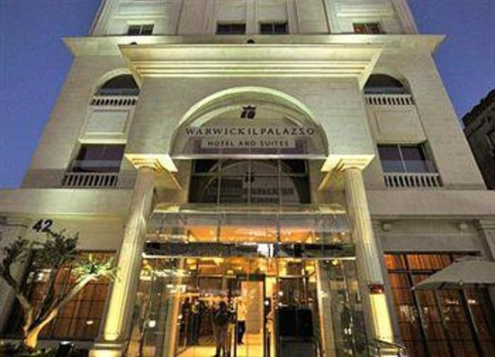 Il Palazzo Amman Hotel and Suites : Front Entrance of the Hotel