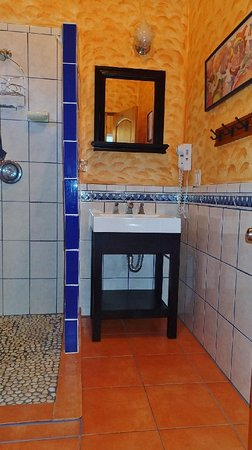 El Tiburon Casitas: Beautiful Tiled Bathrooms