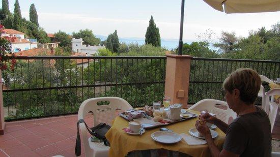 Albergo Belvedere: colazione in terrazza