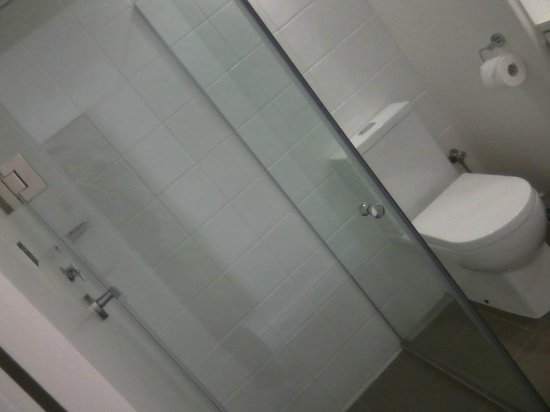 Pensione Hotel Perth: Cam slipped while taking pic of bathroom/shower
