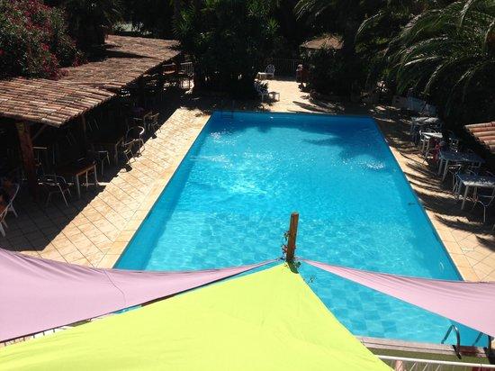 Pitrera Village: La piscine et la terrasse du restaurant