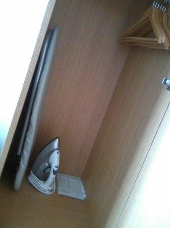 Pensione Hotel Perth: Closet with iron & board