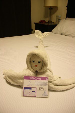 Hacienda Paradise Boutique Hotel by Xperience Hotels: Funny towel-creations on the bed