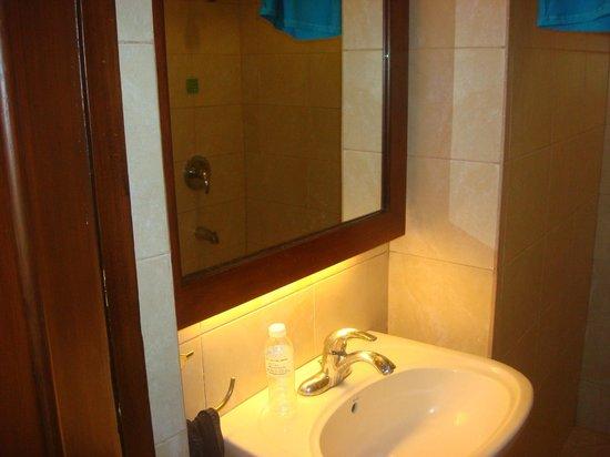 Montebello Villa Hotel : comfort room