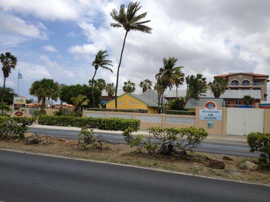 MVC Eagle Beach: Vista entrada hotel