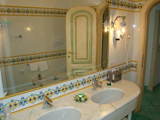 Royal Prisco Hotel : Bathroom