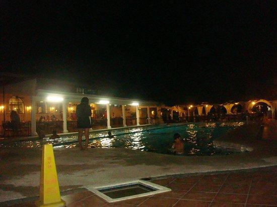 Montebello Villa Hotel : the 10ft pool