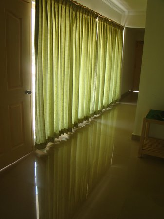 Periyar Meadows Leisure Hotel: Curtains inside room