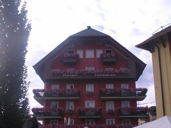 Hotel Paradiso : vista hotel con poco sole dal vivo è molto meglio