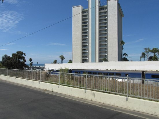 Days Inn Oceanside: Metrolink train only lasted about 5 seconds but was next to our room/view from room