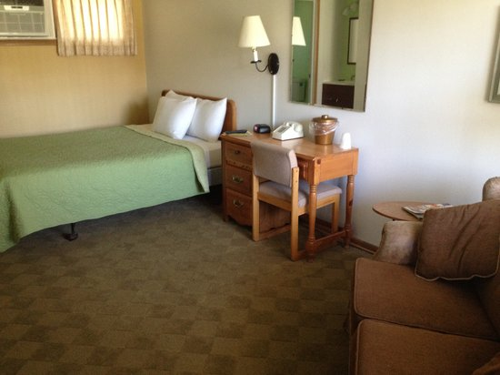 Julie's Park Cafe & Motel: Room 1