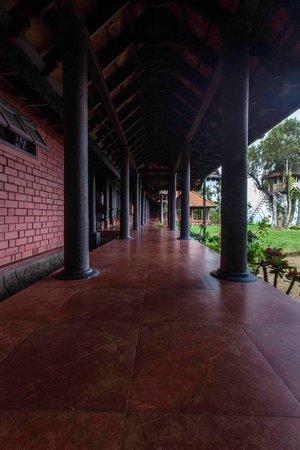 Kollenkeril Plantation Home-Stay Bungalow: The verandah