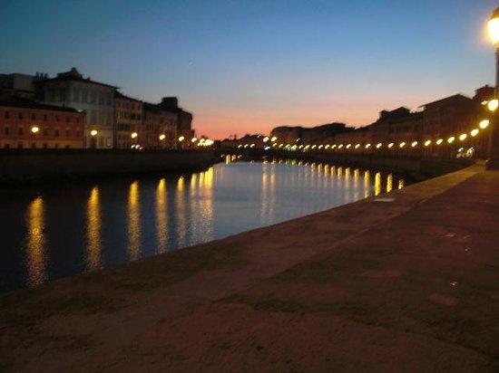 Royal Victoria Hotel: River Arno at night