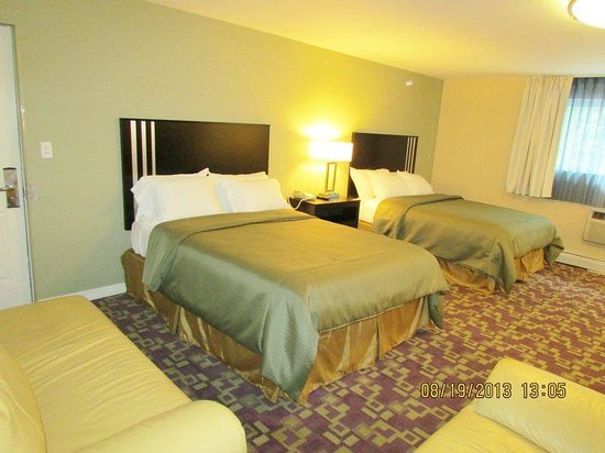 Americas Best Value Inn Providence North Scituate: Deluxe 2 Queen Beds