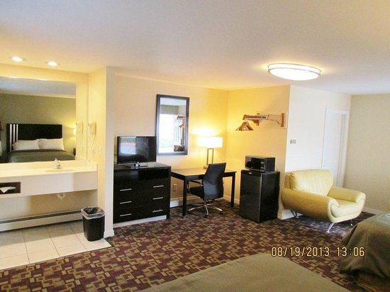 Americas Best Value Inn - Providence / North Scituate: Deluxe 2 Queen Beds