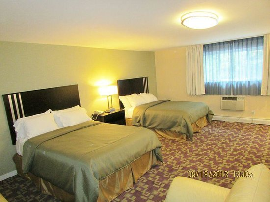 Americas Best Value Inn - Providence / North Scituate: Deluxe 2 Queen Beds Suite