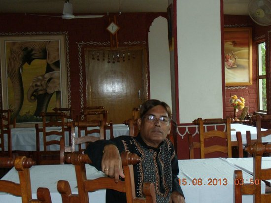 Hotel Teerth Palace: Part of the Restaurant