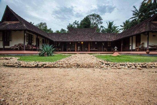 Emerald Isle - The Heritage Villa: The house & garden
