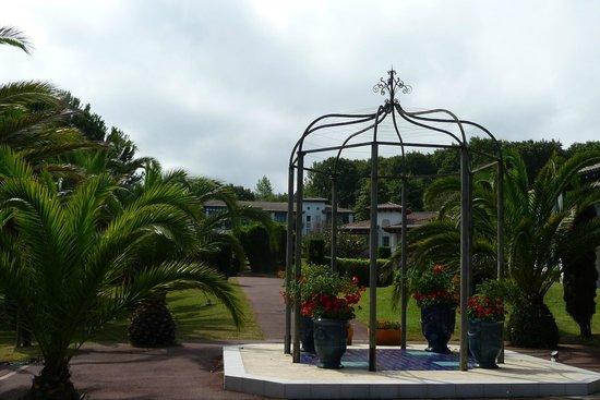 Pierre & Vacances Résidence Le Domaine de Bordaberry : exterior/zonas verdes