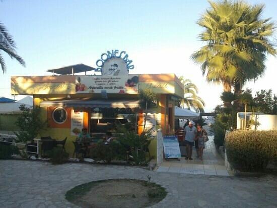 Boobie's bar: Antonella Vende Frutta