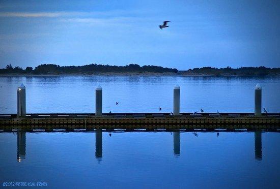 Bandon Inn: Crab dock at dusk and a 5 minute walk from room