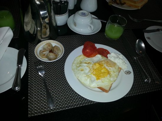 The Athenee Hotel, a Luxury Collection Hotel, Bangkok: breakfast
