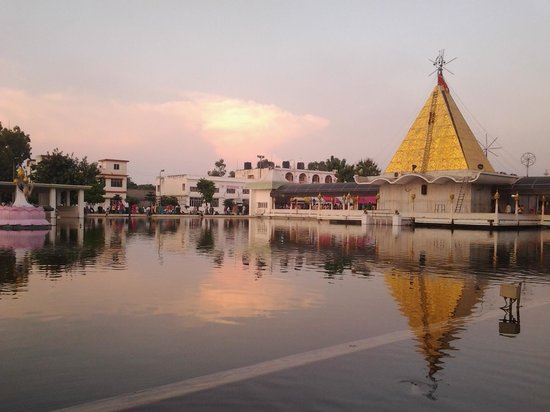 Jalandhar, India: a beautiful evening at temple