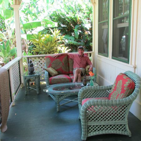 Haiku Plantation Inn: Maui Bed and Breakfast: front porch area