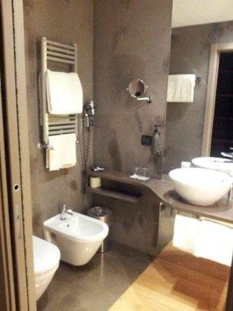The Hub Hotel: salle de douche