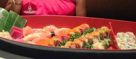 Amura Japanese Restaurant : Sushi boat