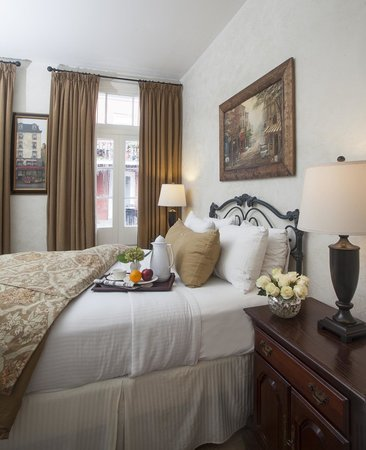 Chateau Hotel: One Queen Bed-Standard